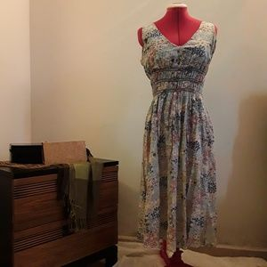 Dress with Flowers pattern